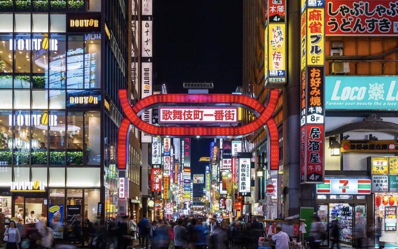 5fa62c8812aeb キャバドレスを新宿駅で買うなら、まずは東口の歌舞伎町付近を!